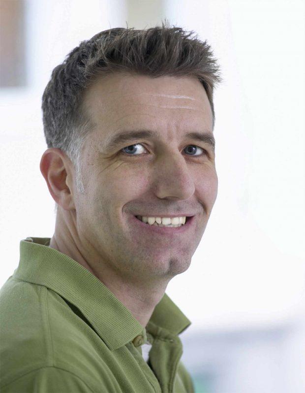 Dr. med. Richard Steinhauser - Facharzt für Orthopädie, Chirotherapie, Sportmedizin, Knochendichtemessung (DXA), Akupunktur, ambulante und stationäre orthopädische Operationen.